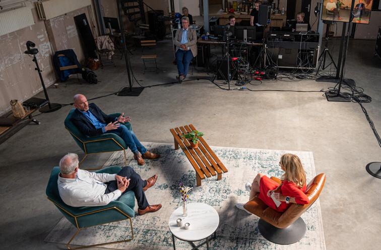 in de studio tijdens het online event