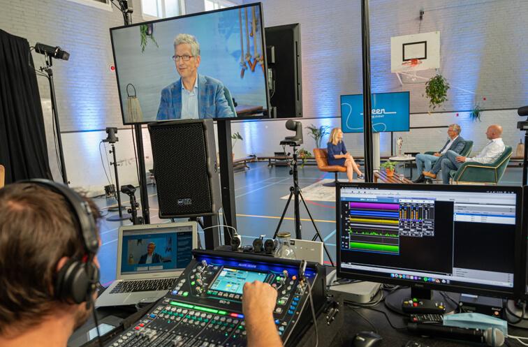 Achter de schermen in de studio